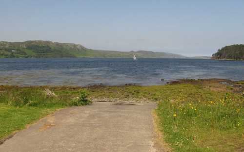 Access to the shore at Poolewe, best used at high tide